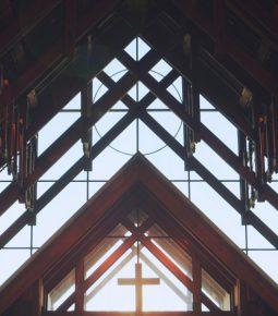 Igreja é a instituição em que os brasileiros mais confiam; imprensa fica em sexto