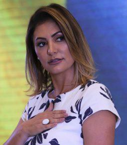 """Michelle relaciona milagre mostrado em """"Superação"""" ao vivido por Bolsonaro"""