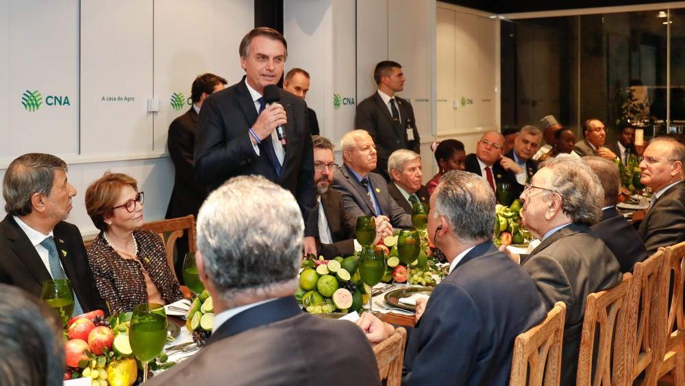 Bolsonaro se reúne com representantes de países muçulmanos e diz que Brasil está aberto a todos