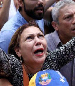 """Venezuelanos encontram em Deus a fé para superar a crise no país: """"Há uma promessa"""""""
