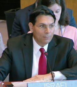 Embaixador de Israel exibe a Bíblia na ONU para provar direito dos judeus à Terra Santa