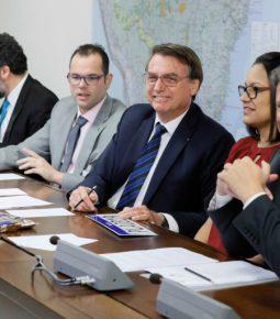 Bolsonaro: 'Trabalho dignifica, não interessa a idade'