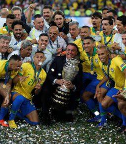 Jogadores da Seleção aprovam Bolsonaro em campo na final