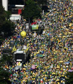 Manifestações em favor da Lava Jato são marcadas por fé e orações