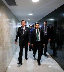 Bolsonaro escala equipe em combate a queimadas