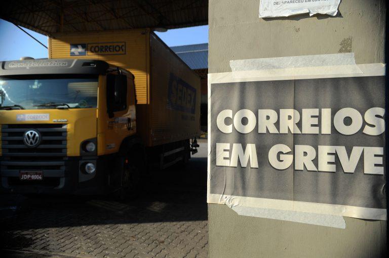 Funcionários dos Correios entram em greve nesta quarta