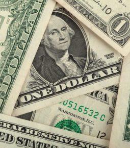 Ibovespa bate novo recorde e dólar fecha abaixo de R$ 4