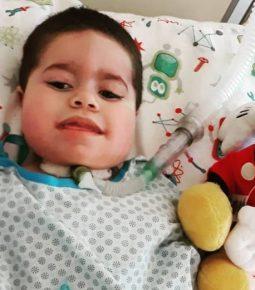 Morre garoto que o pai desviou dinheiro do tratamento