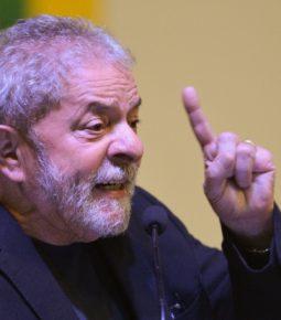 Em despacho, juíza decide manter Lula preso em Curitiba