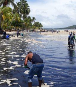 Ministros visitam Pernambuco para tratar do óleo nas praias