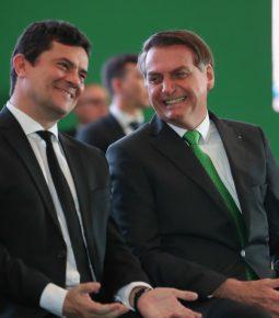 "Bolsonaro cogita Moro como vice em 2022: ""Imbatível"""
