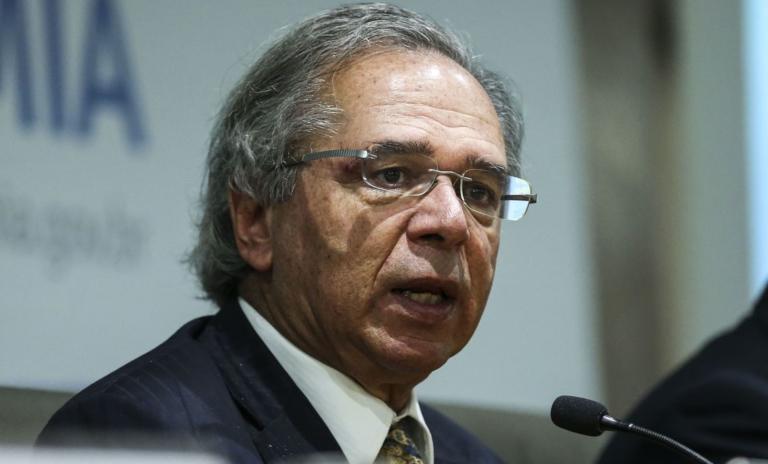 Paulo Guedes estuda elevar salário mínimo ainda em 2020