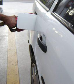 Petrobras decide cortar o preço da gasolina em 15%