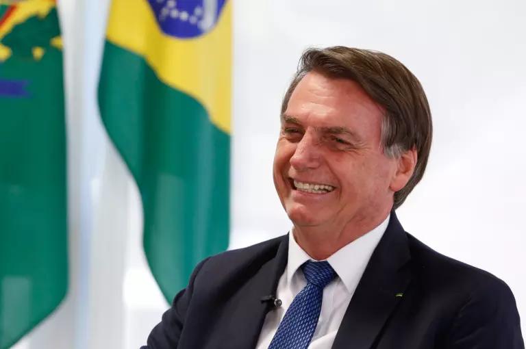 """Bolsonaro: """"Chegarão 100 milhões de vacinas de Oxford"""""""