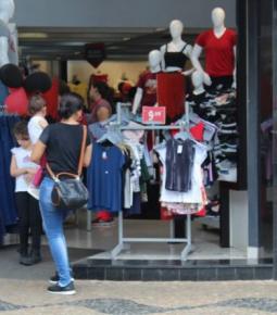 Após alimentos, roupas devem sofrer alta nos preços