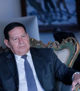 """Mourão: Ataque estrangeiro ao Brasil é por """"questão ideológica"""""""