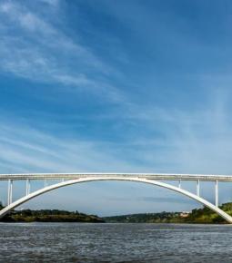 Ponte da Amizade reabre após ficar quase sete meses fechada