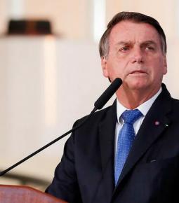 """Bolsonaro fala de empregos e diz que """"a economia está reagindo"""""""