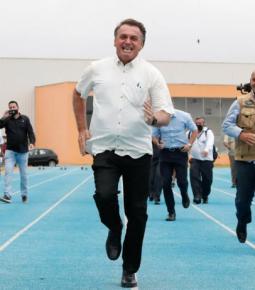 Bolsonaro segue na liderança para 2022, afirma pesquisa