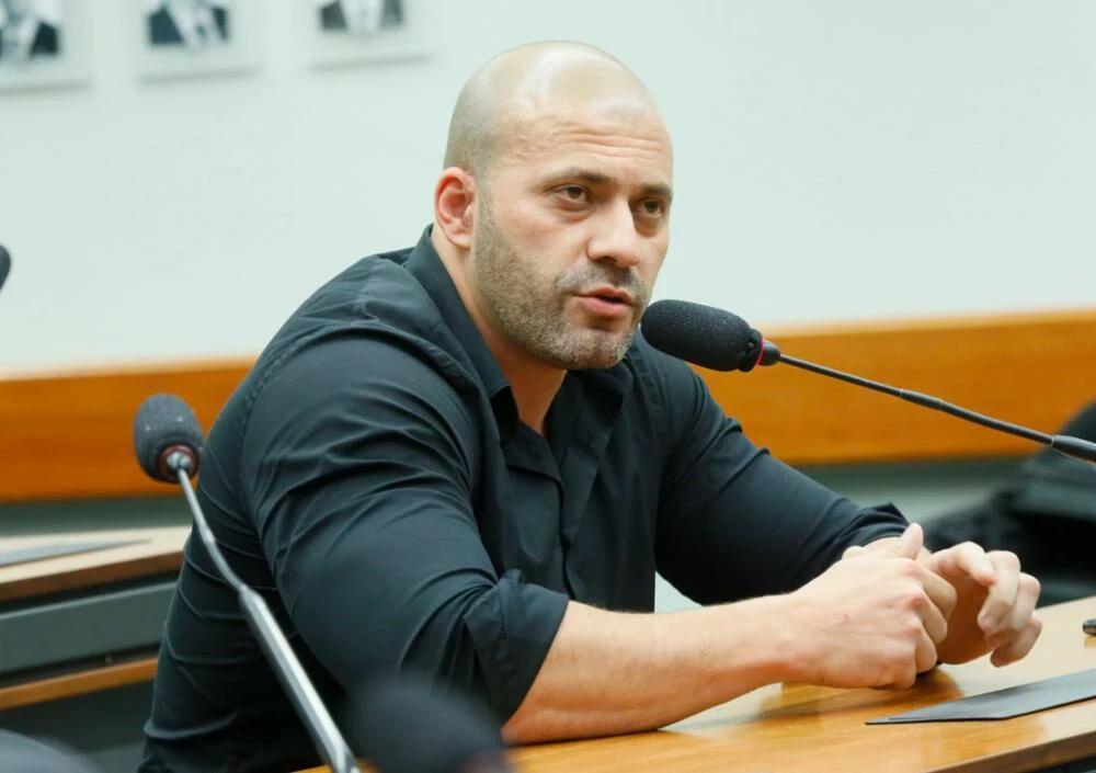 PGR quer Daniel Silveira 'longe do STF' e com tornozeleira