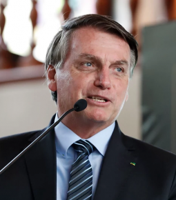 Bolsonaro prepara PL que define todo trabalho como essencial