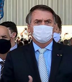 Bolsonaro anuncia criação de comitê semanal contra Covid-19