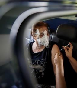 Média de mortes pela Covid-19 cai 31% em apenas um mês