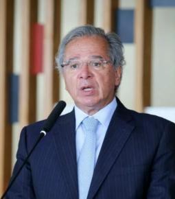 Guedes confirma que governo prorrogará auxílio por 3 meses