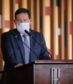 Bolsonaro e Guedes autorizaram GLO na Amazônia, diz Mourão