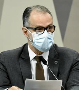 Algumas vacinas demandarão 3ª dose, diz presidente da Anvisa